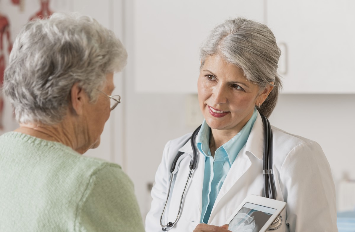 bas012 nurse with patient