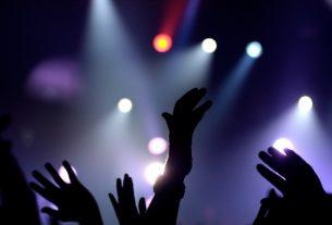 big 8610 oboi ruki ljudej na koncerte