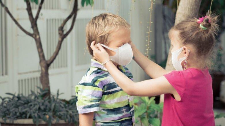 deti v medicinskih maskah 782x440 1 1